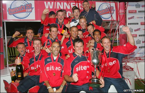 Somerset celebrate winning the Twenty20 Cup in 2005