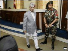 Nepal PM Madhav Kumar Nepal (centre)