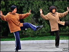 Chinese women doing taichi 2008
