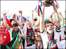 Glentoran won the 2008-09 JJB Sports Premiership