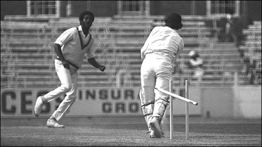 Michael holding removes Alan Knott's middle stump in 1976
