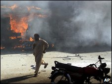 A man runs from the scene of the Peshawar blasts, 28 May 2009