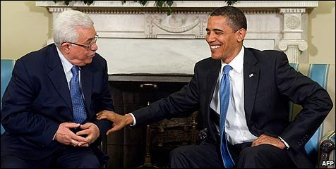 Palestinian President Mahmoud Abbas and US President Barack Obama in the Oval Office at the White House in Washington DC (28 May 2009)