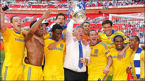 Guus Hiddink and the Chelsea players celebrate