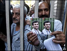 Ahmadinejad supporters hold up his election leaflets in Tehran on 31/5/09
