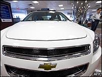 سيارة من طراز شيفورليه في صالة عرض بمنهاتن في نيويورك