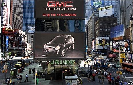 إعلان لجنرال موتورز في ميدان التايمز بنيويورك