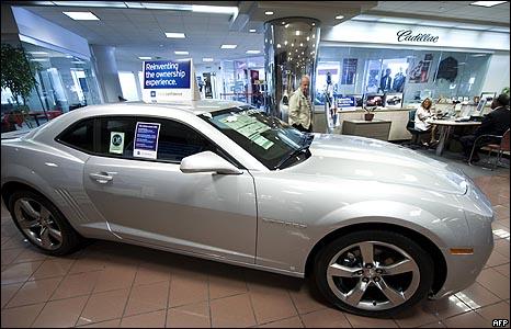 سيارة كاديلاك في صالة عرض بنيويورك