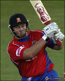 Graham Napier batting for Essex in Twenty20 cricket