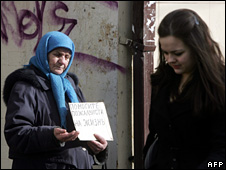 A woman walks past an elderly beggar in Moscow  (13 March 2009)