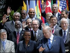 Officials of American nations pose for photographs in Honduras (2 June 2009)