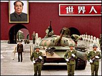 دبابة أمام ساحة تيانانمن