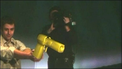 Player holding a golden gun