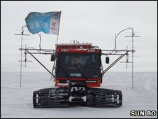 Tractor train in Antarctica (Sun Bo)