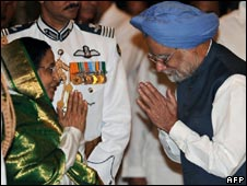 President Pratibha Patil with PM Manmohan Singh at the swearing-in on 22 May 2009