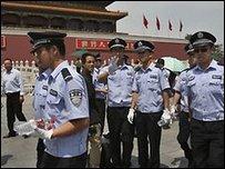 الشرطة الصينية في ميدان تيانامن