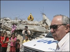 UN investigator Richard Goldstone visits a destroyed house in Gaza City on Wednesday