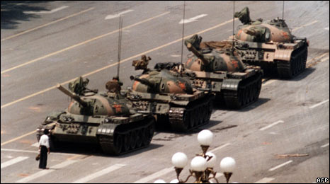 Demonstrator stops tanks approaching Tiananmen Square