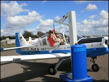 photo of the ERGOS lift in front of an aeroplane