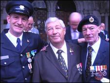 Alan Ilett [centre] and Don James [left]