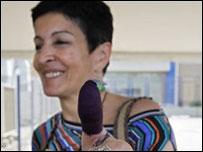 موظفة انتخابات لبنانية