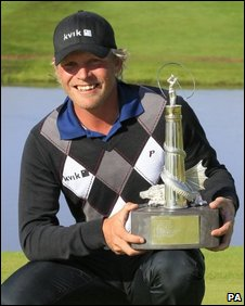 Jeppe Huldahl with the winners trophy