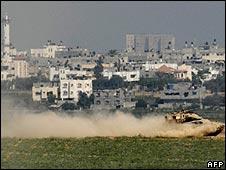 Israeli military patrol Gaza border 08.06.09