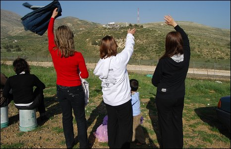Sisters Madiha, Salwa and Ikram wave to the Syrian (photo by Martin Asser/BBC)