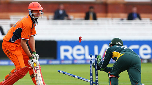 Daan van Bunge (left) is stumped by Kamran Akmal