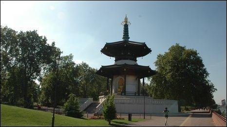 London Peace Pagoda, Battersea