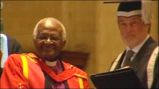 Arshbishop Desmond Tutu receiving an honourary degree