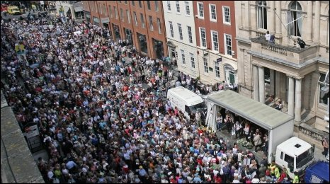 Thousands of people marked in Dublin in protest at clerical child abuse