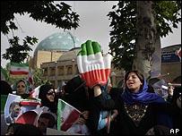 مؤيدات للرئيس الإيراني