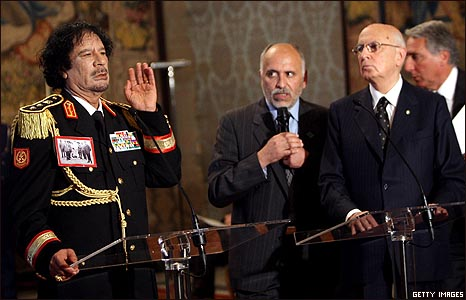مؤتمر صحفي مشترك للقذافي مع الرئيس جورجيو نابوليتانو