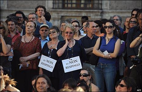 محتجون في إحدى ساحات روما