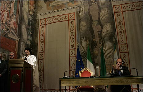 القذافي يلقي كلمته
