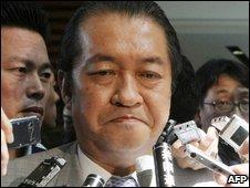 Kunio Hatoyama with reporters - 12/6/2009