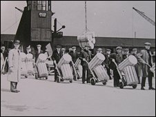 Cheese porters, Surrey Docks 1947