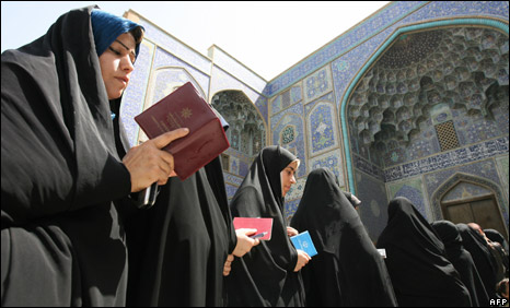 Iranian women line up to cast their vote in Isfahan