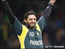 Pakistan's Shahid Afridi celebrates