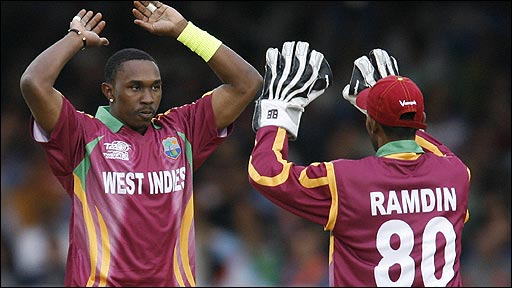 Dwayne Bravo celebrates with Denesh Ramdin