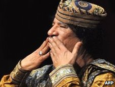 Col Gaddafi blows kisses to audience in Rome