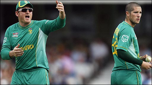South Africa's Graeme Smith and Wayne Parnell