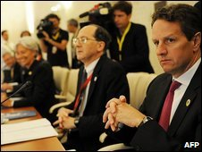 US Treasury Secretary Tim Geithner (r)