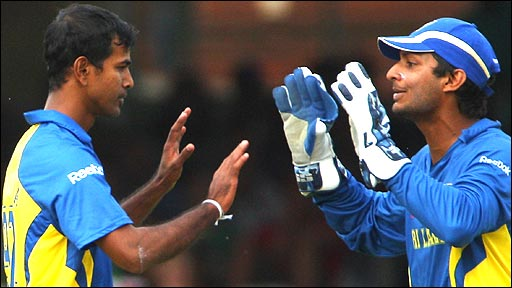 Nuwan Kulasekara and Kumar Sangakkara celebrate