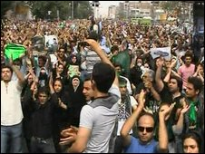 Supporters of Mir Hossein Mousavi gather in Tehran, 15/06