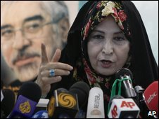 Zahra Rahnavard, wife of the leading reformist presidential candidate Mir Hossein Mousavi, at a rally in Tehran (7 June 2009)