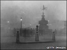 Piccadilly Circus encased in fog in 1925.