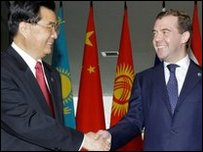 الرئيس الصيني ( يسار) والرئيس الروسي ( يمين)