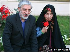 Mir Hossein Mousavi and his wife Zahra Rahnavard at Tehran airport, Iran (10 June 2009)